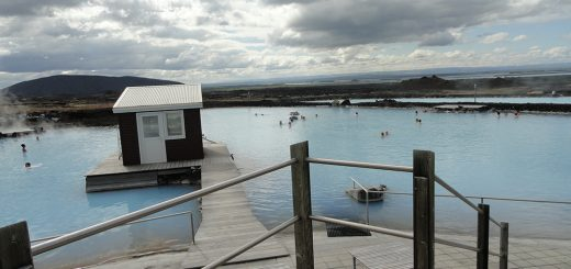 Photo 3. Myvatn Nature Bath, accès au bassin situé dans un des sites géothermiques les plus actifs d'Islande. © L. Laslaz, juillet 2011.